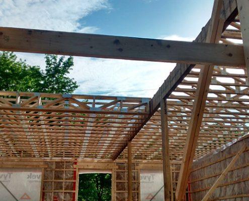 Construction maison neuve, ossature de bois, poutrelle de plancher érigée par FEXA Construction, Entrepreneur général