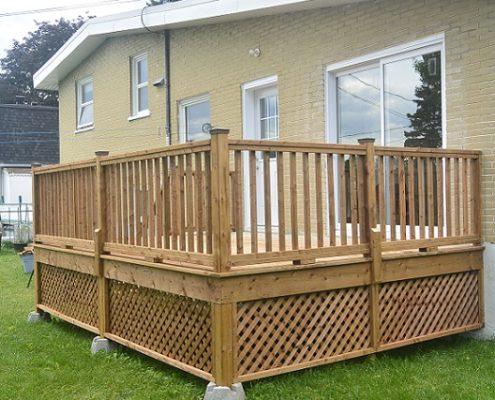 Porte-Patio et terrasse en bois traité brun
