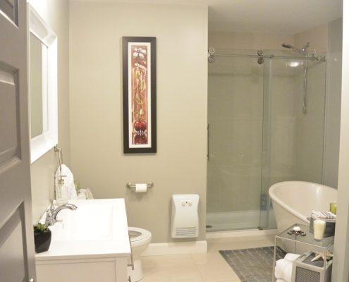 Construction neuve, salle de bain, bain autoportant et douche indépendante. FEXA Construction Entrepreneur général