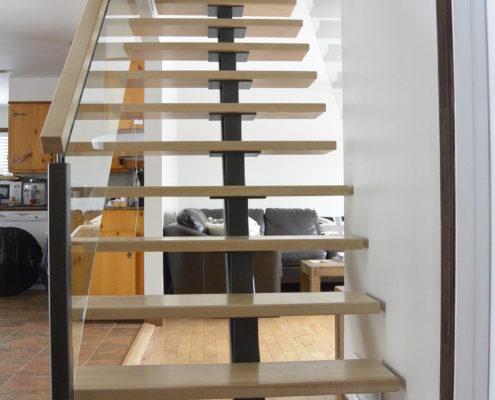 Rénovation, retrait escalier en Colimaçon, création d'une aire ouverte, escalier à limon central, espace épurée, FEXA Rénovation, Entrepreneur général