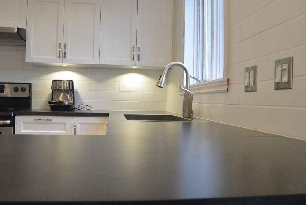 Fexa r novation de salle de bain armoire de cuisine et for Moulure pour armoire de cuisine