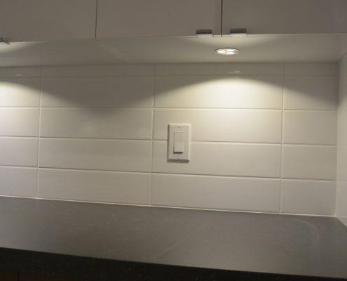 Dosseret de cuisine, céramique blanche allignée, FEXA Rénovation