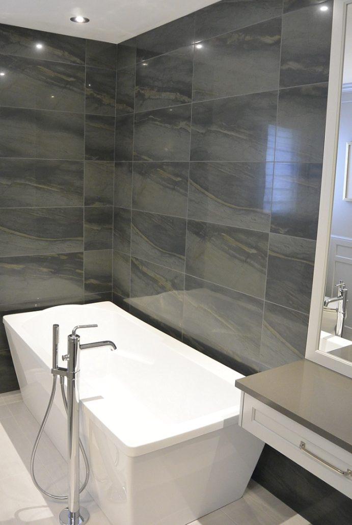 Salle de bain armoires grises p%C3%A2les et comptoir de quartz 4 691x1030 Résultat Supérieur 15 Élégant Installation Salle De Bain Stock 2018 Zzt4